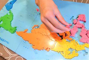 くもんの世界地図パズルで遊ぶ